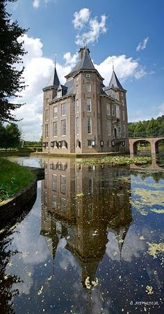 Castle Heemstede II, Houten [was taken by the photographer jvsphoto on 22 August 2012 and published over Panoramio. Castle Heemstede II, Houten is next to Kasteel Heemstede and is located in Gemeente Houten, Utrecht, Netherlands. Beautiful Castles, Beautiful Buildings, Beautiful Places, Great Places, Places To See, Castle Ruins, Beautiful Architecture, Wanderlust, Abandoned