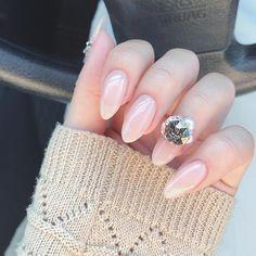 いいね!156件、コメント54件 ― みるく⊿さん(@sankak.u)のInstagramアカウント: 「ネイルチェンジ。ヌーディカラーにビジュー盛り。カラーは#イロジェル のミルキータイプ#オパールピーチ…」 Beauty Nails, Hair Beauty, Exotic Nails, Japanese Nail Art, Nail Designs, Bling, Makeup, Instagram, Finger Nails