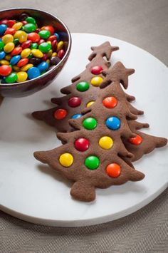 Weihnachten Kekse - Easy to make Gingerbread Christmas Tree Cookies. Photo and recipe by Irvin Lin of Eat the Love. - : Weihnachten Kekse - Easy to make Gingerbread Christmas Tree Cookies. Photo and recipe by Irvin Lin of Eat the Love. Gingerbread Christmas Tree, Christmas Tree Cookies, Christmas Snacks, Christmas Cooking, Holiday Cookies, Gingerbread Cookies, Fall Snacks, Christmas Parties, Christmas Baking For Kids