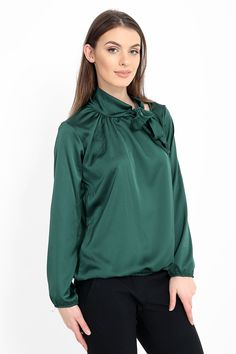 Chic af😍🔥 Silky blouse with neck tie detail in green ✨ ❌Blogger Favourite❌ £18 Jadoreyou.com More colours available ➡ . #shop #fashion #slay #model