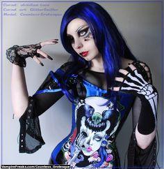 Goth girl model Kitten Grinder from Vampirefreaks showing off her ...