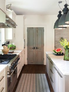 2018 Trend Alert: Raw & Rustic Love this! Especially the rug. I'd do a natural mid-tone wood pantry door, though. - Own Kitchen Pantry Bi Fold Pantry Doors, Kitchen Pantry Doors, Kitchen Cabinet Colors, New Kitchen, Kitchen Cabinets, Painted Pantry Doors, Island Kitchen, Kitchen Tile, Kitchen Layout