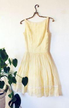 daisy trimmed pastel yellow mod 1960s dress XS / S