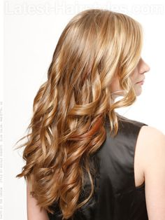 So you were dark blonde for winter… It's summer and it's time to go lighter! The easiest way to brighten up your look is to add ribbons of highlights to your hair.