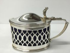 AN EXCELLENT LARGE SILVER MUSTARD POT WITH BLUE GLASS LINER CHESTER 1900