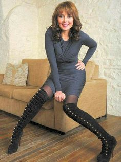 The Celebrity: Looking fabulous at Carol Vorderman shows why she refuses to fret about her body Animatrices Tv, Carol Vordeman, Celebrity Boots, Beautiful Old Woman, Stunning Women, Beautiful Ladies, Pretty Woman, Thing 1, Tv Presenters