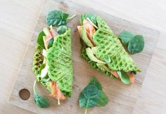 Sunde spinatvafler med laks og avocado – Malene Mandrup Healthy Recipes For Weight Loss, Healthy Snacks, Healthy Eating, I Love Food, Good Food, Yummy Food, I Foods, Food Inspiration, Avocado