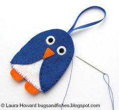 Bugs and Fishes by Lupin: Christmas in July: Felt Penguin Ornament Tutorial Christmas Tree Decorations, Christmas Crafts, Christmas Ornaments, Holiday Decor, Penguin Ornaments, Felt Ornaments, Felt Penguin, Ornament Tutorial, Bird Patterns
