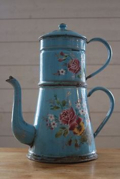 grande cafetiere emaillee ancienne 36cm Grandmothers Kitchen, Vintage Enamelware, Cafetiere, Rose Cottage, Shabby Chic Homes, Watering Can, Decoration, Granite, Tea Pots