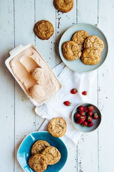 Roasted Strawberry & Balsamic Vinegar Ice Cream Sandwiches | hintofvanilla.blo...