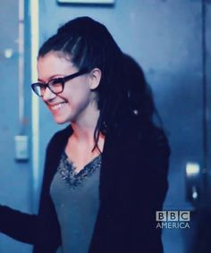 in which Cosima is an actual person and not Tatiana Maslany! (this is a bts shot. don't tell me this is Tat because it's not. THIS IS COSIMA)