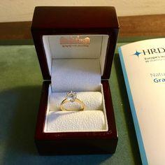 Solitair ring 1.72ct. 18K geelgouden solitair ring gezet met een briljant geslepen diamant van 1.72ct, kleur J & helderheid P1. Diamant is gezet in een 6-poots draadchaton. #ring #rings | ringen | gouden ring | golden rings | golden rings design | vintage rings | trouw ring | trouw ringen goud | verlovingsring goud | sieraden amsterdam | #spiegelgrachtjuweliers SpiegelgrachtJuweliers.com Vintage Gold Rings, Vintage Jewelry, Pick One, Amsterdam, Decorative Boxes, Jewels, Antiques, Cake Recipes, Design