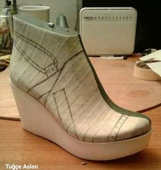 Shoe Template, Shoe Pattern, How To Make Shoes, Designer Boots, Huaraches, Mens Fashion, Fashion Trends, Casual Shoes, Slippers