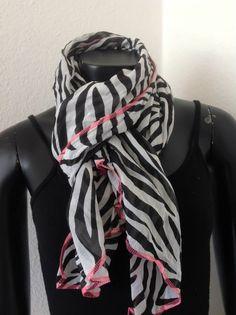 Zebra er total HOT - også i efterår/vinter. Fashion, Velvet, Moda, Fashion Styles, Fashion Illustrations