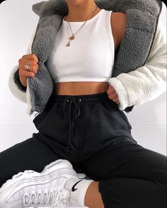 Cute Lazy Outfits, Sporty Outfits, Teen Fashion Outfits, Mode Outfits, Retro Outfits, Look Fashion, Stylish Outfits, Girl Outfits, Female Fashion