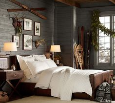 We already choose Extremely cozy and rustic cabin style living rooms, bedroom and overall Home Interior Design Inspirations. Each space differs, just with the appropriate furniture, you can readily… Rustic Winter Decor, Modern Cabin Decor, Rustic Cabin Decor, Modern Rustic, Rustic Bench, Rustic Contemporary, Rustic Cabins, Rustic Blue, Rustic Crafts