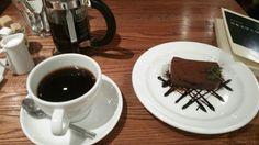 ワールドブックカフェ/インドネシアマンデリン、生チョコチーズケーキ、スモークサーモンとホウレン草のクリームパスタ(2015/2/28)
