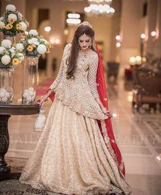 33 Pakistani Bridal Lehenga Designs to Try in Wedding - LooksGud. Pakistani Bridal Dresses Online, Bridal Dresses 2018, Pakistani Bridal Lehenga, Pakistani Wedding Outfits, Indian Bridal Outfits, Indian Dresses, Pakistani Mehndi, Bridal Gown, Lehenga Designs