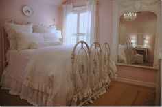 my little girls will def have the shabby chic bedrooms :) Pink Bedroom Design, Pink Bedroom For Girls, Pink Bedrooms, Gold Bedroom, Shabby Chic Bedrooms, Pink Room, Little Girl Rooms, White Bedroom, Dream Bedroom