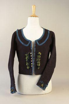Kabátek soukenný. Kabátek ženského svátečního kroje z Držkové, kolem 1880. Sbírka Muzea jihovýchodní Moravy ve Zlíně