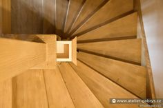 Ateliér Gabryš - Rodinný dům tradičního horského vzhledu Wooden Staircases, Wooden Stairs, Hardwood Stairs