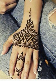 Easy Henna Mehndi Designs for Starters Henna Tatoos, Henna Ink, Henna Body Art, Henna Mehndi, Hand Henna, Body Art Tattoos, Mehendi, Henna Belly, Finger Henna