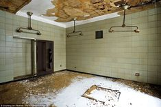 Operating room, Tuberculosis Pavilion: The newest building on the island, the TB pavilion was built to feature medical facilities that were state-of-the-art in 1939; the island was then abandoned for the first time, and it was never used
