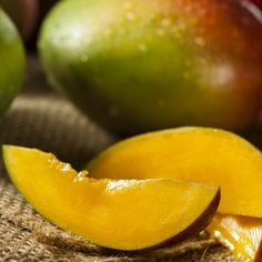 Who doesn't love the velvet texture and sweet juicy flavor of a perfectly ripe mango? Here are some of the ways you can use mangoes to punch up the flavor and add a little color when you fill your plate. Mint Detox Water, High Sugar Fruits, Ibs Symptoms, Healthy Snacks, Healthy Recipes, Healthy Drinks, Food Science, Places, Detox Waters
