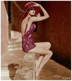 Anne St Marie in a floral swimsuit photographed by Tom Palumbo for Vogue 1959 1950s Style, Moda Vintage, Vintage Mode, Vogue Australia, Vintage Beauty, 1950s Fashion, Vintage Fashion, Vogue Fashion, Vogue Photo