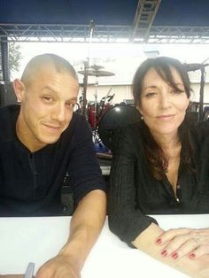 Juice and Gemma Sons Of Anarchy Juice, Sons Of Anarchy Samcro, Katey Sagal, Theo Rossi, Charlie Hunnam Soa, Secret Love, Man Photo, Celebs, Celebrities