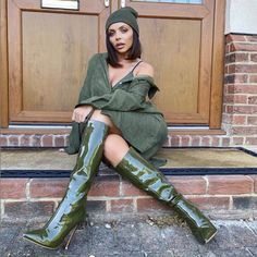Jesy Nelson posted yet another sexy snap on Thursday as she posed up a storm on her front doorstep while pouting into the camera Little Mix Jessie, Taylor Swift Hair, Leder Boots, Litte Mix, Green Boots, Sexy Boots, High Boots, High Heels, My Outfit