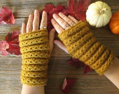 Donalda Gilchrist Samhain Mitts Free Knitting Pattern | Outlander Inspired Knitting Patterns at http://intheloopknitting.com/outlander-inspired-knitting-patterns/