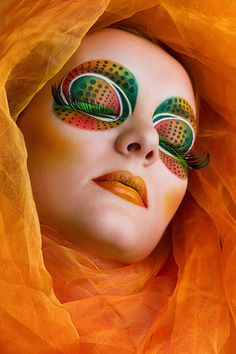 When you think about face painting designs, you probably think about simple kids face painting designs. Many people do not realize that face painting designs go Make Up Art, Eye Make Up, The Face, Face And Body, Make Carnaval, Art Visage, Extreme Makeup, Fantasy Make Up, Foto Fashion