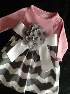 Pink & Grey Chevron Onesie Dress Choose Size by HaleyLaine on Etsy Pretty Little Girls, My Little Girl, My Baby Girl, Baby Love, Little Girl Outfits, Little Girl Fashion, Kids Fashion, Grey Chevron, Pink Grey