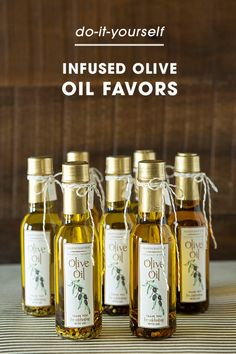 Learn How Easy it is to Infuse Your Own Olive Oil as Gifts! Garlic Infused Olive Oil, Flavored Olive Oil, Lemon Olive Oil, Flavored Oils, Infused Oils, Lemon Infused Oil Recipe, Garlic Oil, Olive Oil Favors, Olive Oil Wedding Favors