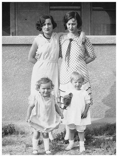 Norma Jeane with her mother Gladys. Next to Gladys is Olive Monroe, Norma Jeane's aunt, and her cousin Ida May, 1928.