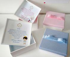 Caixas de MDF 15x15 cm das daminhas e pagens da Adriana 💛 . . 👉 Valores/Compra aqui: www.elo7.com.br/worspitenoivas - Álbum Caixas de MDF