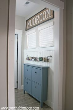 DIY Ikea Mudroom - such great ideas for creating an affordable mudroom in a small area! From www.overthebigmoon.com!