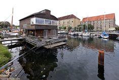 Maison flottante et gâteaux dans le port du quartier Christiana à Copenhague, Danemark - Christianshavn Copenhagen