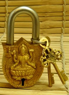 Buy online artifact - Dhokra metal brass lock & key x from The India Craft House India Crafts, Home Crafts, Indian Idol, Indian Style, Modern Small House Design, Meaningful Pictures, Pooja Rooms, Antique Decor, Indian Home Decor