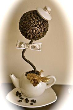 Grão de café em decoração Coffee Bean Art, Coffee Beans, Tea Cup Art, Tea Cups, Easy Halloween Crafts, Fall Crafts, Diy Arts And Crafts, Diy Crafts, Recycled Crafts