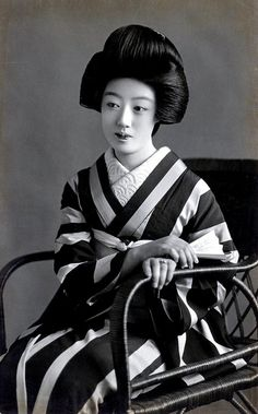 Geiko Hatsuko 1920s by Blue Ruin1, via Flickr