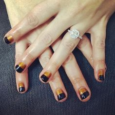 {Lisa} came in with an inspiration photo (which I LOVE!) & left with this trendy gold & black gel mani ✨#glossbeautybarsheboygan