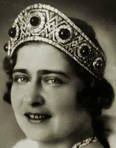 Tiara Mania: Grand Duchess Elizabeth Feodorovna of Russia's Emerald Kokoshnik worn by Queen Maria of Yugoslavia