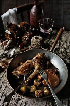 Pratos e Travessas: Coxas de frango com pêras, castanhas e vinho do Porto