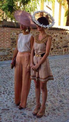 dos invitadas con mimoki Confesiones de una boda: Invitadas perfectas (parte 5)