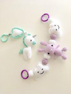 virkat i lager just nu Crochet Baby Mobiles, Zipper Tutorial, Baby Barn, Newborn Toys, Baby Kit, Cute Stuffed Animals, Crochet Accessories, Baby Sewing, Kawaii
