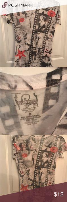 Marilyn Monroe t-shirt Hollywood legends Marilyn Monroe tee. Very fitted fit. Tops Tees - Short Sleeve