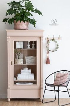 Shabby Chic Decor 63733 Antique glass showcase shabby chic closet cabinet with glass door showcase Armoire Shabby Chic, Muebles Shabby Chic, Shabby Chic Furniture, Shabby Bedroom, Shabby Chic Crafts, Shabby Chic Homes, Shabby Chic Decor, Armoire Makeover, Furniture Makeover