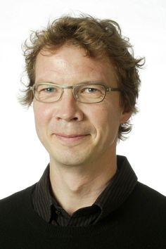 Michael Lerche Nielsen er lektor ved Nordisk Forskningsinstitut, Københavns Universitet og forfatter til klassikeren Hvad skal barnet hedde?